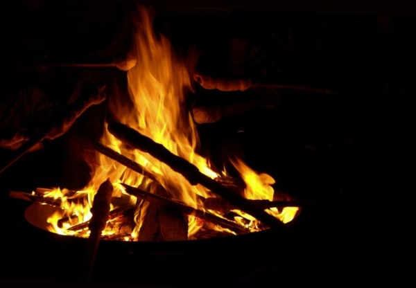 Rudelsingen am Lagerfeuer